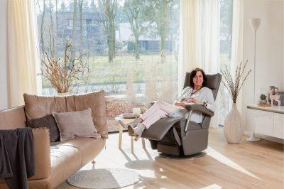 614-sfeer-relax-vrouw-liggend